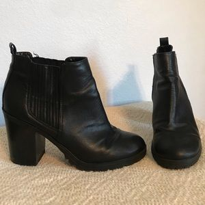 Sam & Libby Black Leather Chunky Heel ankle boot